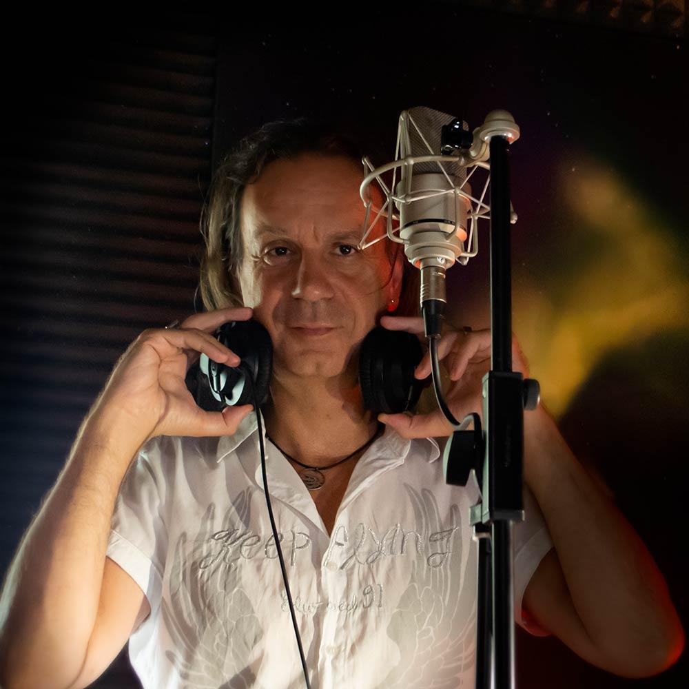 Vlavo Greek voice overs Αντώνης Βλαβογελάκης - Professional Voice over actor